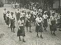 """De dames van WSV """"De Haagsche Vierdaagsche"""" passeren Wijchen op de tweede dag v – F40505 – KNBLO.jpg"""