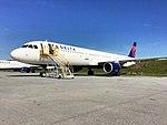 Delta's first A321 (26645894641).jpg