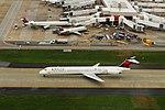 Delta N977DL McDonnell-Douglas MD88 (19673869935).jpg