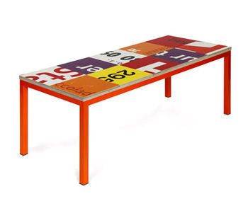 Design recycle billboards coffee table.