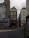 foto van Hoekpand Tolbrugstraat. Landzijde met verkropte lijstgevel