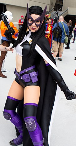 Dragon Con 2013 - Huntress (9672471986) (cropped).jpg