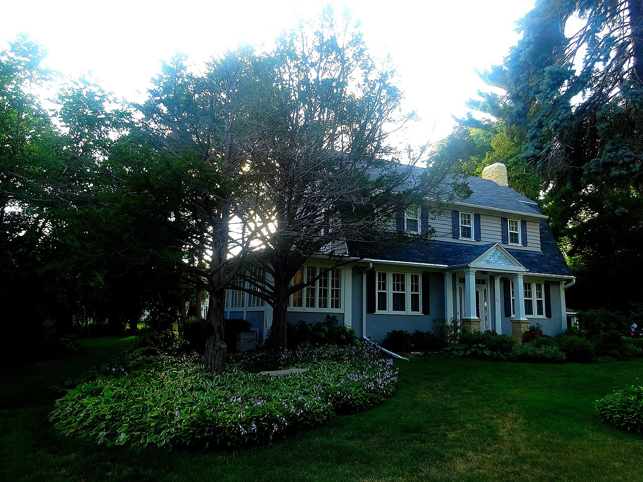 File Dutch Colonial Revival Style House Panoramio 1 Jpg Wikimedia Commons