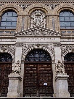 Edificio de las Antiguas Facultades de Medicina y Ciencias de la Universidad de Zaragoza - PC251497.jpg