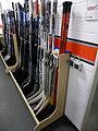 Eishockeyschläger des KEC (Trainingszentrum).jpg