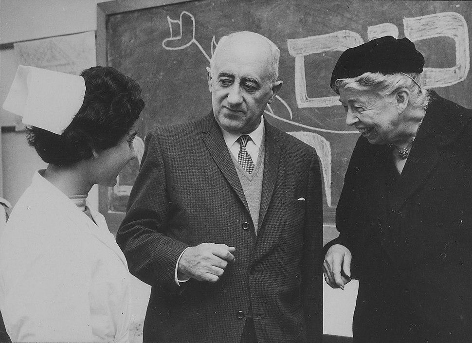 Eleanor Roosevelt and Moshe Kol in Israel - NARA - 196114