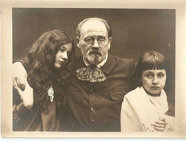 Эмиль Золя со своими детьми