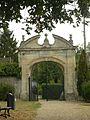 Entrée du parc de la mairie de Trie-Château 07.JPG