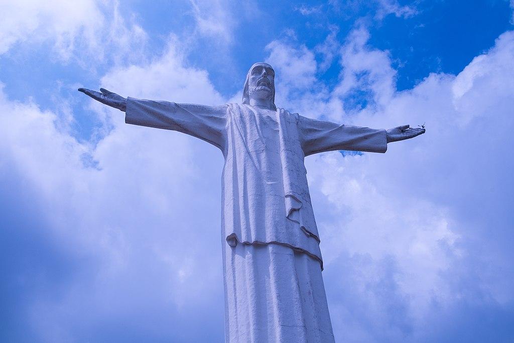 Estatua de Cristo Rey - Cali, Colombia.jpg