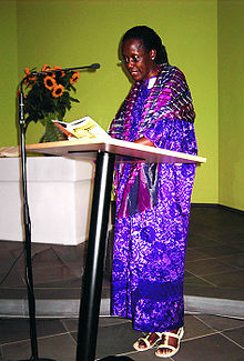 Photograph of Esther Mujawayo, writer from Rwanda, at a lecture in Duesseldorf