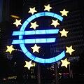Euro-Symbol von Ottmar Hörl, vor dem Gebäude der EZB in Frankfurt am Main.jpg