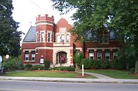 Exterior of the Uxbridge Public Library.JPG