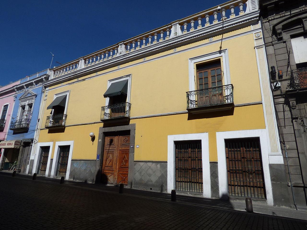 Archivo fachada de la casa amarilla icsyh buap puebla for Casa amarilla la serena