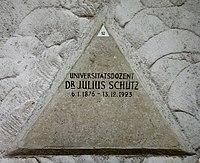 Feuerhalle Simmering - Arkadenhof (Abteilung ARI) - Julius Schütz 02.jpg