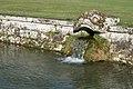 Fontaine du chateau de Courances (4861436978).jpg