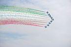 Frecce tricolori a Manerba volo in formazione di 9.jpg