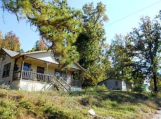 Gantts Quarry, Alabama - Abandoned houses in Gantts Quarry