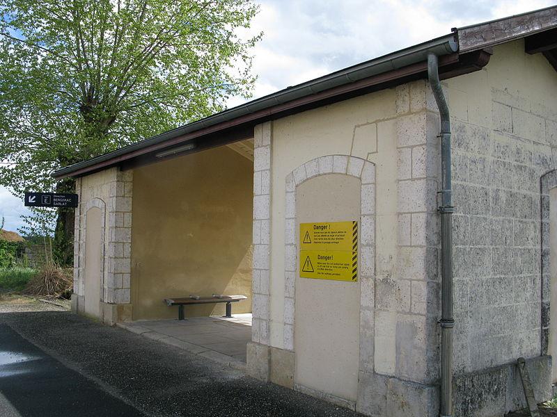 File:Gare de Saint-Émilion - Abri voyageur.jpg
