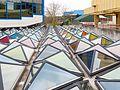 Gebäude der Universität Konstanz mit Glas(pyramiden)dach -2.jpg