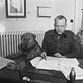 Generaal Kruls bezoekt officiers- en onderofficiersopleidingskamp in Bloemendaal, Bestanddeelnr 901-4956.jpg