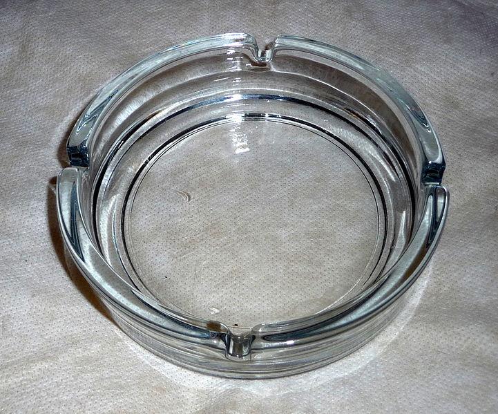 721px-Glass_ashtray_%281%29.jpg