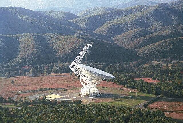 https://upload.wikimedia.org/wikipedia/commons/thumb/e/e4/Green_Bank_100m_diameter_Radio_Telescope.jpg/640px-Green_Bank_100m_diameter_Radio_Telescope.jpg