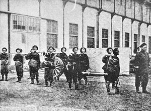 History of Shanghai - Gun transportation at Shanghai Jiangnan Arsenal (上海江南制造兵工厂), during the Self-Strengthening Movement.