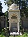 Gustav von Leon family grave, Vienna, 2017.jpg