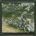 Håndkolorert dias. Fotografen Anders Beer Wilse sykler nedover en kjerrevei. (9459037122).jpg