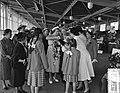 H.M. de Koningin bezoek Nederlandse Vereniging van Huisvrouwen Hilversum, Bestanddeelnr 906-5244.jpg