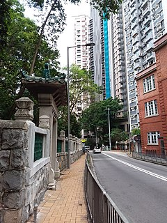 HKU PFL Campus stone wall 半山 Mid-levels 般咸道 Bonham Road April 2019 SSG 01.jpg