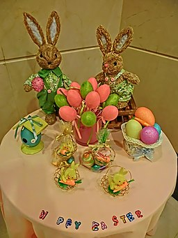 HK North Point Java Road 粵華酒店 South China Hotel happy Easter Bunny Rabbits Mar-2013