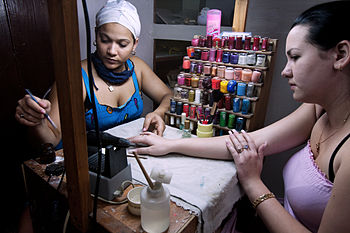 English: Beauty and nail polish salon. Havana ...