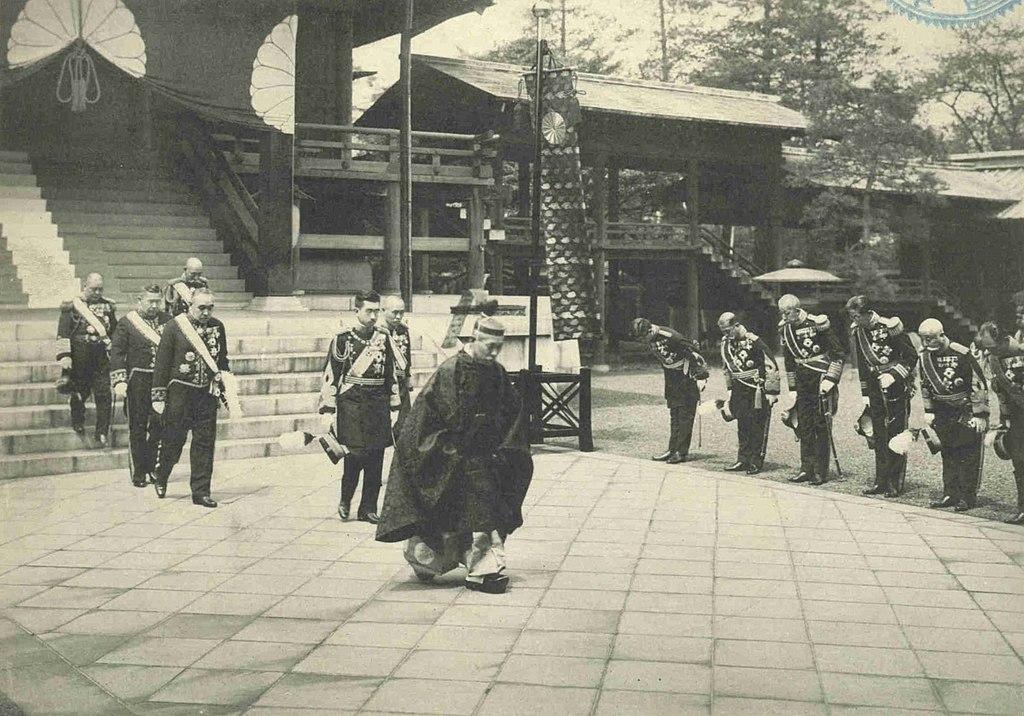 1024px-Hirohito_visit_to_the_Yasukuni_Shrine_in_1934.jpg