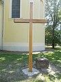 Holzkreuz und Ehemaliger Friedhofskreuzsockel, Kossuth Platz, 2021 Csongrád.jpg