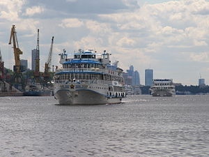 I.A. Krylov on Khimki Reservoir 23-jul-2012 01.JPG