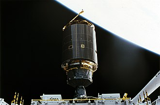 STS-49 - Image: INTELSAT VI F3 separates from STS 49 after repair