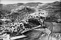 Ifpo 21348 Syrie, gouvernorat de Rif Dimachq, Seidnaya, vue aérienne oblique (cropped).jpg