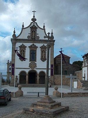 Chapel of São Frutuoso - The Church of São Francisco and the lateral Chapel of São Frutuoso, with dependencies associated with the Monastery of São Salvador, as seen from the square