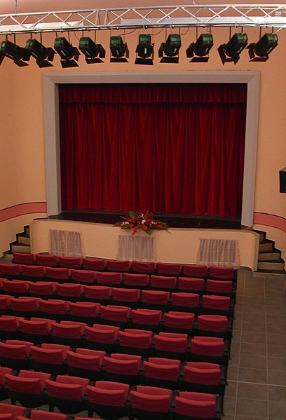 File:Il teatro nel 2004.jpg