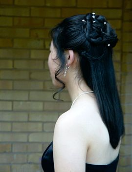Japanese lady shoulder in Tōkyō.jpg