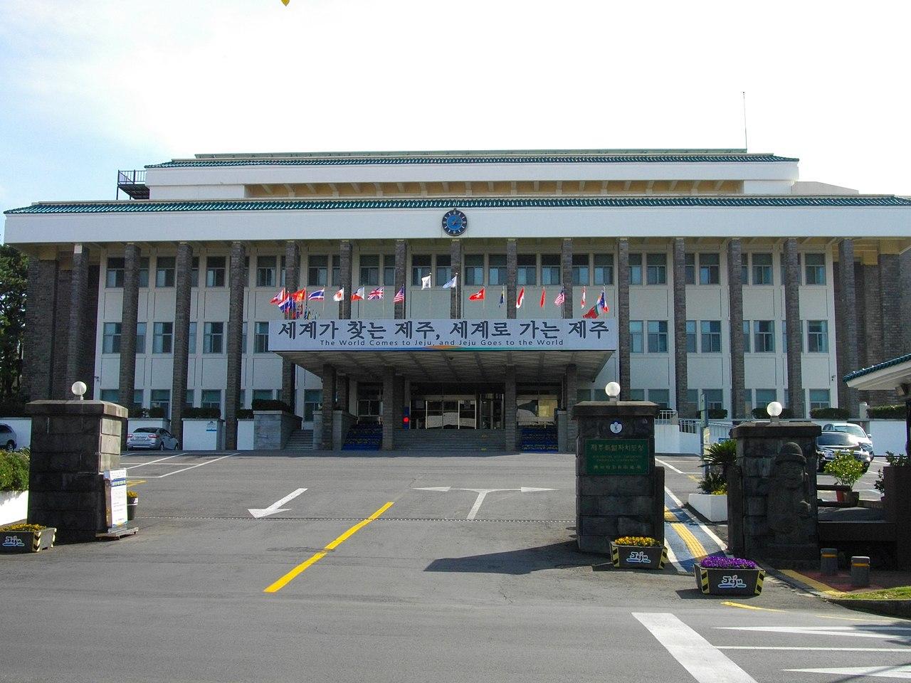 2006年に自治権を獲得 : 沖縄県...
