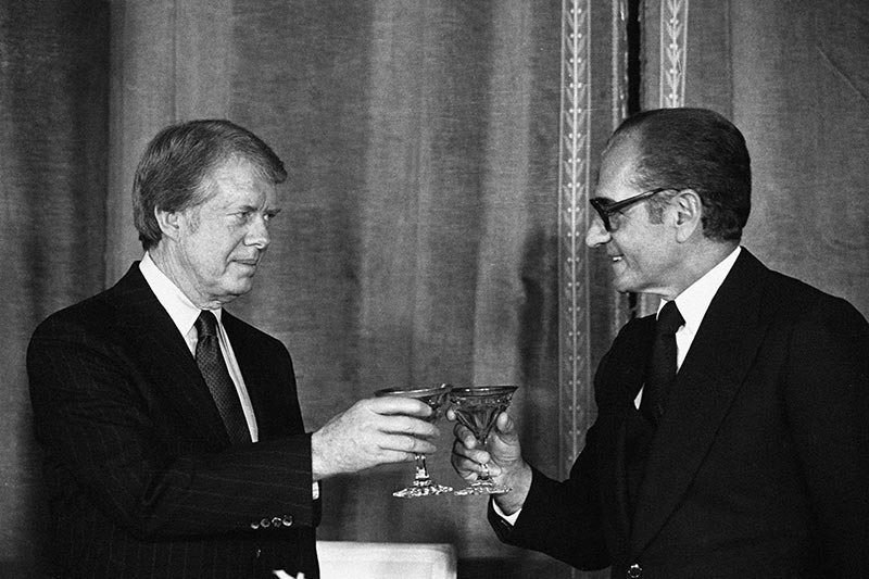 Jimmy Carter meets Mohammad Reza Pahlavi for dinner in 1978
