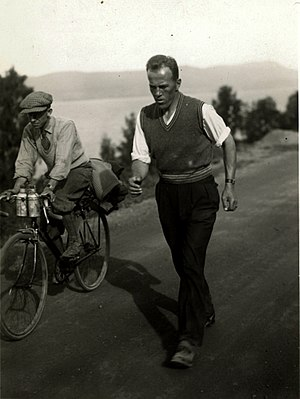 Johan Støa (sportsperson) - Johan Støa walking from Trondheim to Oslo in 1933