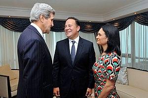 John Kerry con Juan Carlos Varela e Isabel Saint Malo