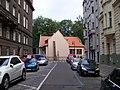 Josefov, Valentinská, od Kaprovy, Pinkasova synagoga.jpg