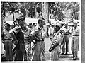 KNIL-officieren en NICA-officiereen in gesprek. Waarschijnlijk kolonel C. Gieb, Bestanddeelnr 935-3347.jpg