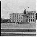 Karl Johan monument in Oslo.jpg