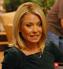 Kelly Ripa by Keith Wills cropped.jpg