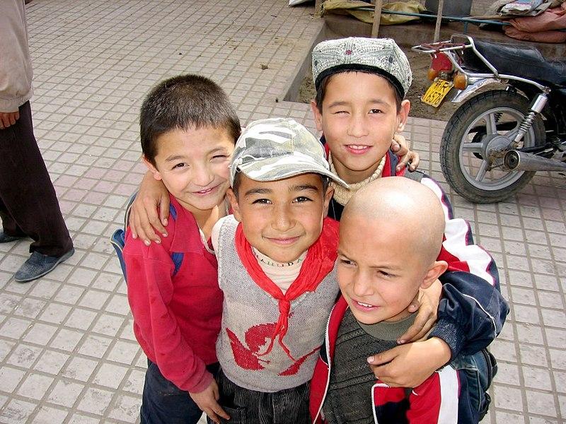 Khotan-mercado-chicos-d01.jpg